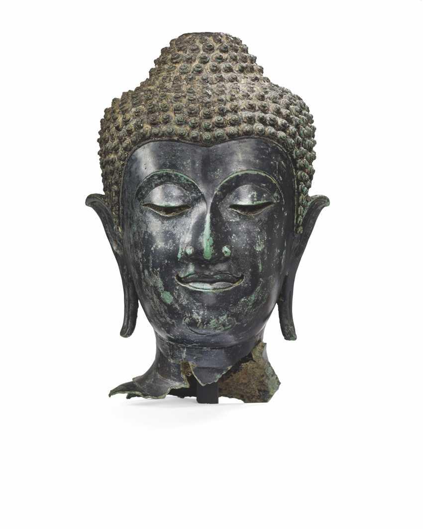 A BRONZE HEAD OF BUDDHA SHAKYAMUNI - photo 1