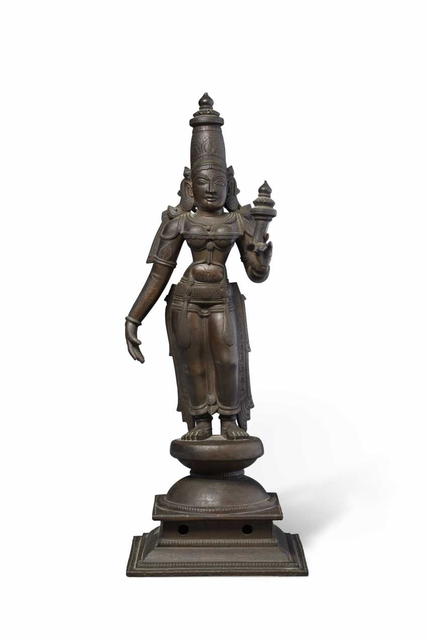 A BRONZE FIGURE OF BHU DEVI - photo 1