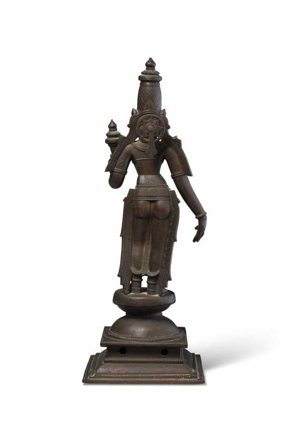 A BRONZE FIGURE OF BHU DEVI - photo 2