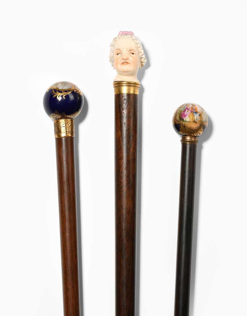Lot: 3 walking sticks - photo 1