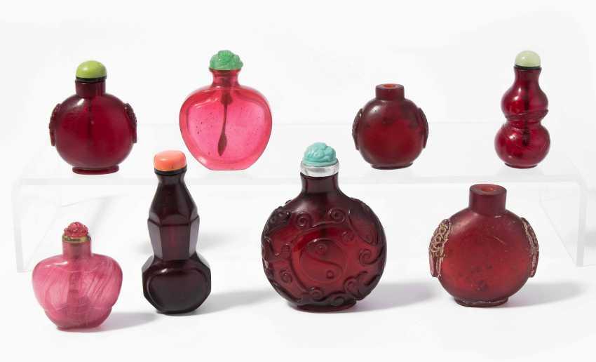 8 Snuff Bottles - photo 1