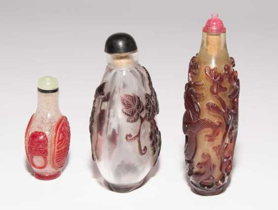6 flashed glass snuff bottles - photo 4