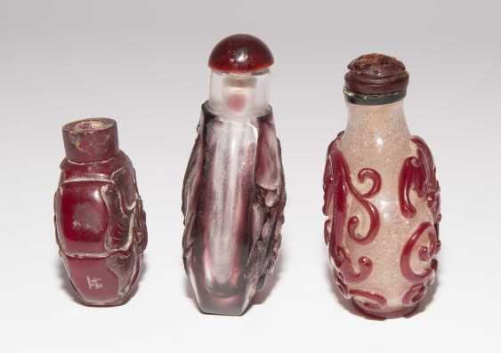 6 flashed glass snuff bottles - photo 11