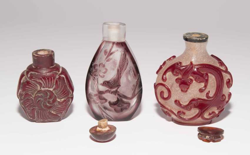6 flashed glass snuff bottles - photo 14