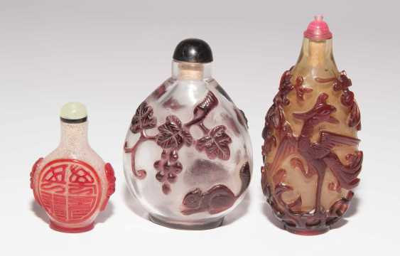 6 flashed glass snuff bottles - photo 15
