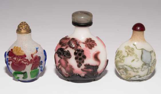 5 flashed glass snuff bottles - photo 14