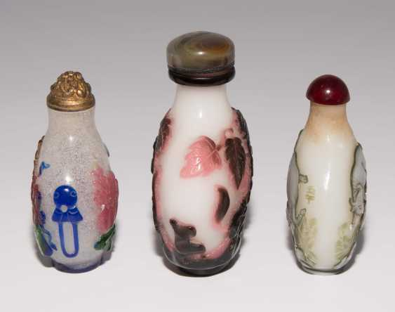 5 flashed glass snuff bottles - photo 15