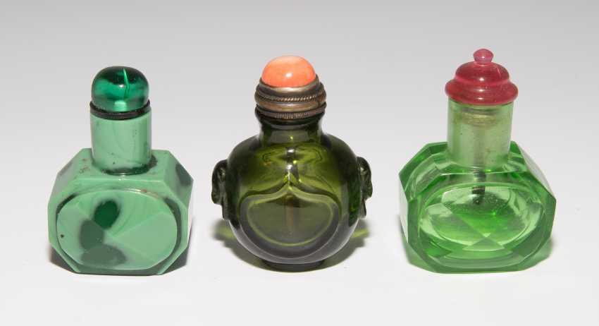 8 Snuff Bottles - photo 2