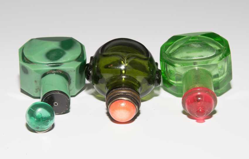 8 Snuff Bottles - photo 18