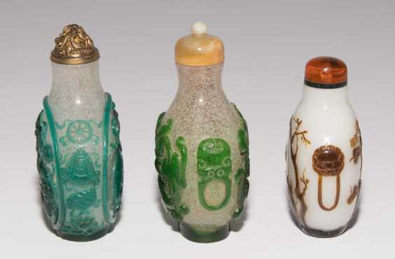 5 flashed glass snuff bottles - photo 4