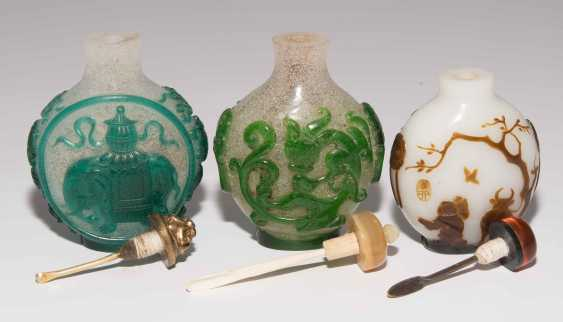 5 flashed glass snuff bottles - photo 7