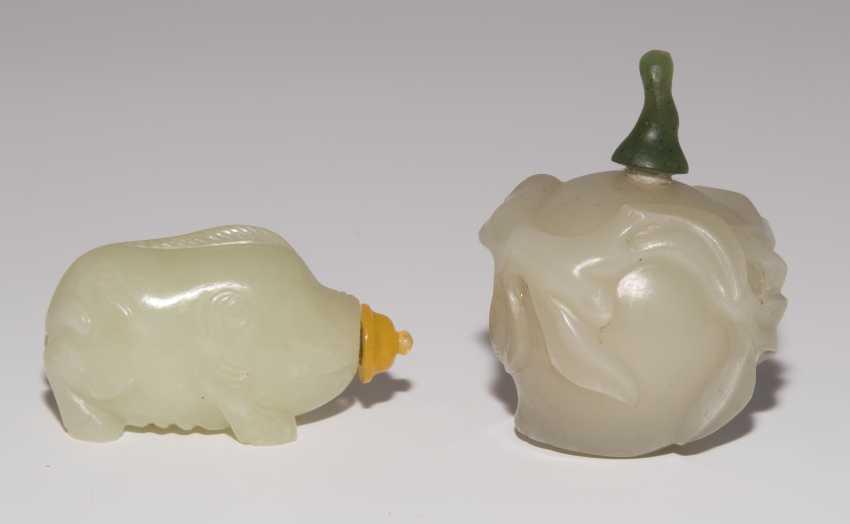 2 Jade Snuff Bottles - photo 2