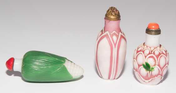 6 flashed glass snuff bottles - photo 2