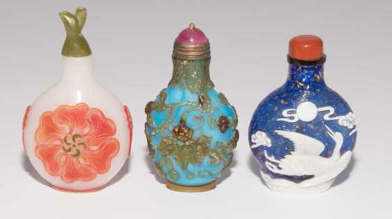 6 flashed glass snuff bottles - photo 3