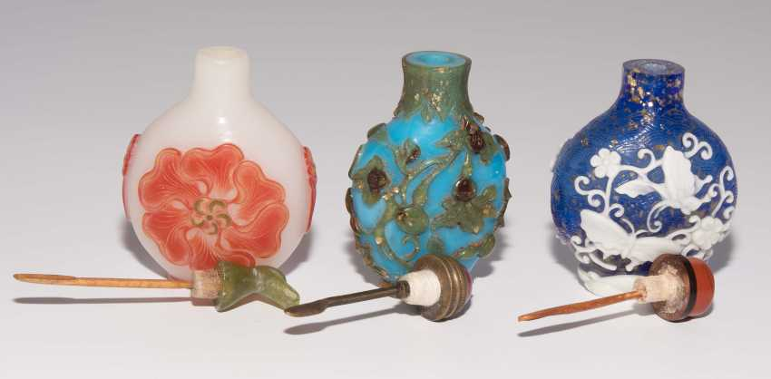 6 flashed glass snuff bottles - photo 7