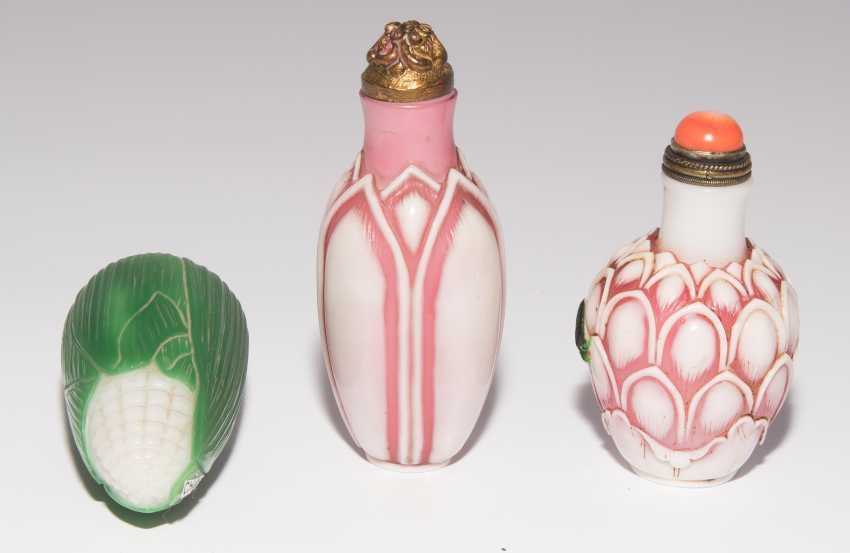 6 flashed glass snuff bottles - photo 8