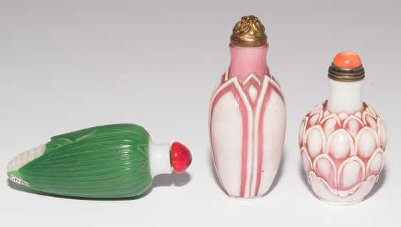 6 flashed glass snuff bottles - photo 9