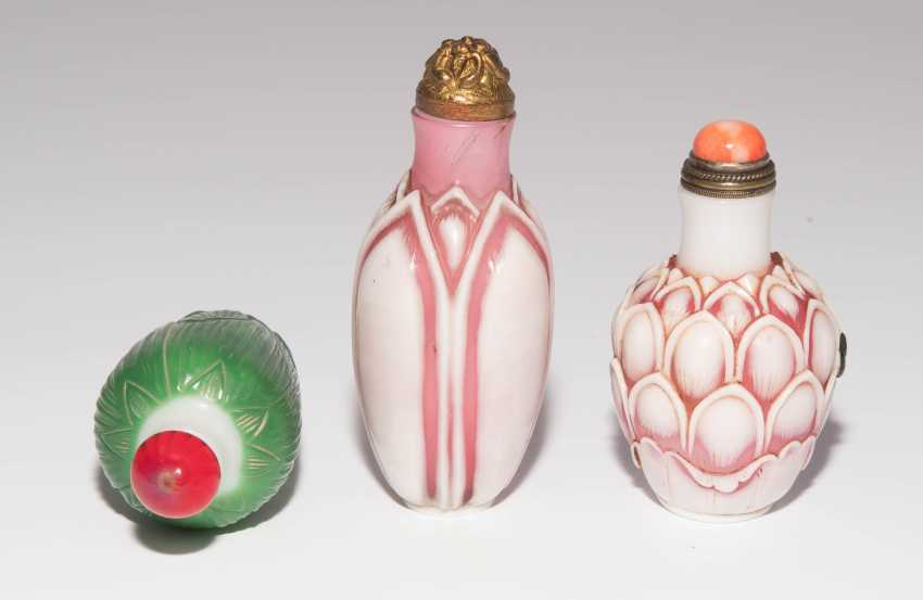 6 flashed glass snuff bottles - photo 10