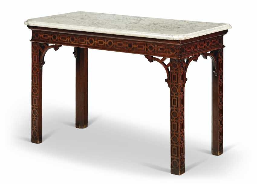 AN EARLY GEORGE III PADOUK SIDE TABLE - photo 2