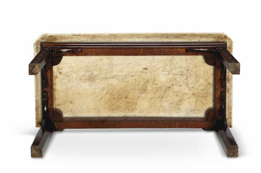 AN EARLY GEORGE III PADOUK SIDE TABLE - photo 5