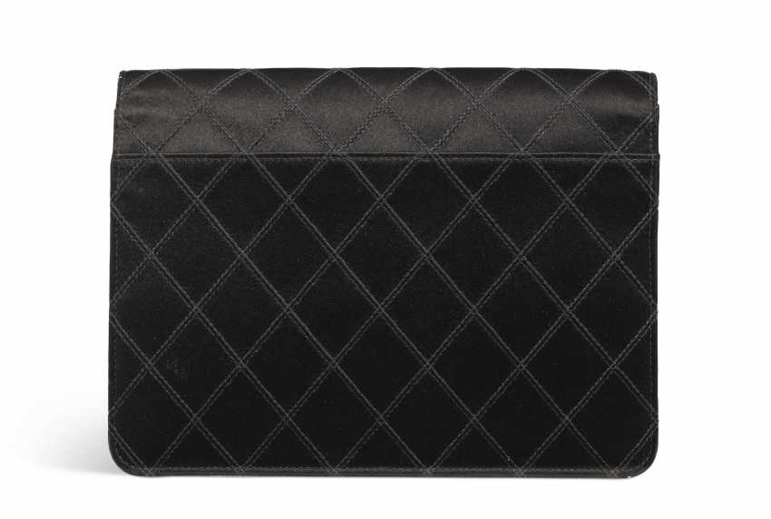 A BLACK SATIN CLUTCH - photo 3