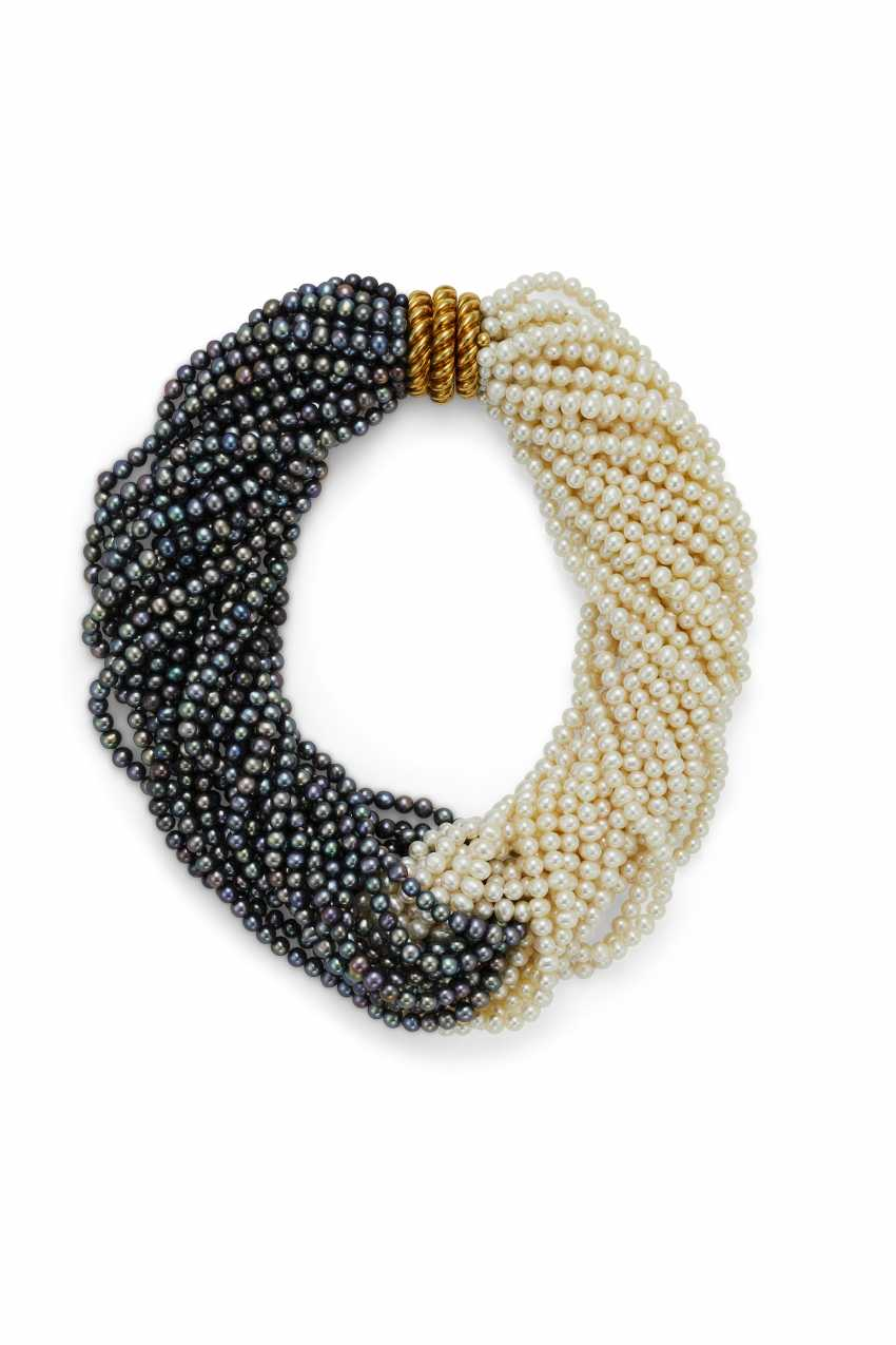 A MULTI-STRAND CULTURED PEARL AND GOLD NECKLACE - photo 1