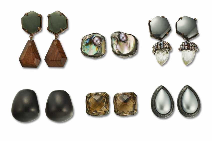 FIVE PAIRS OF FASHION EAR CLIPS - photo 1