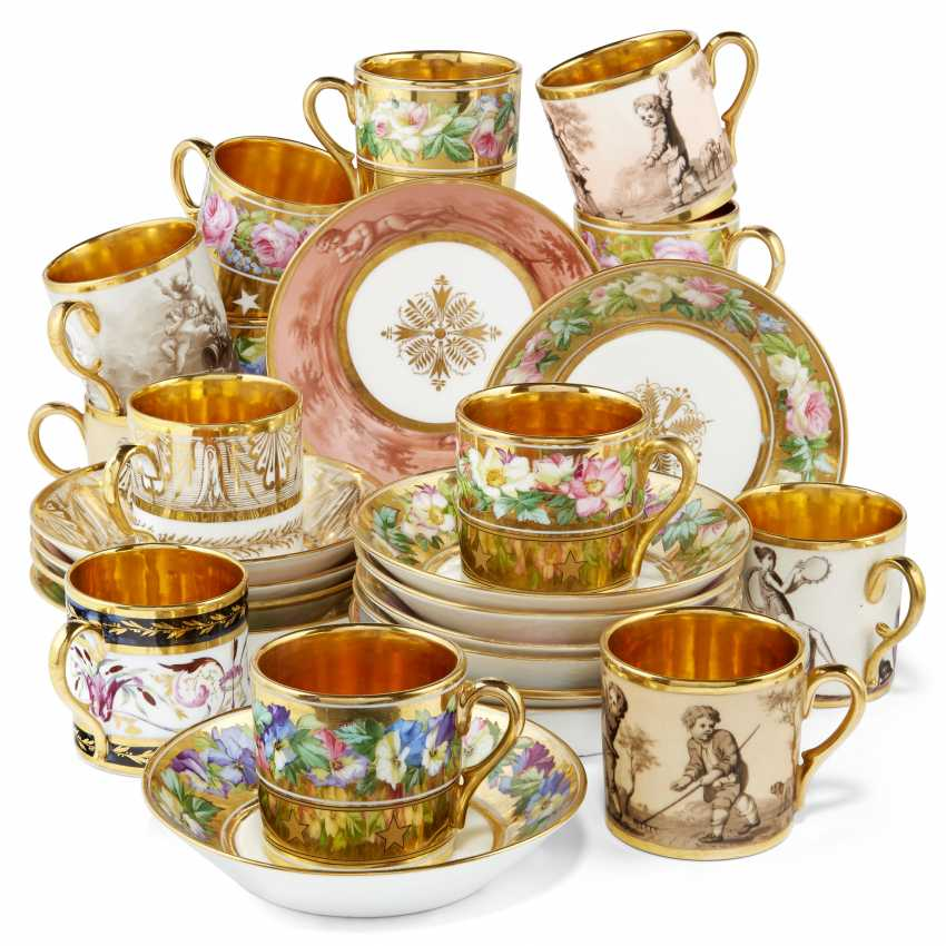 A GROUP OF THIRTEEN PARIS PORCELAIN GOLD-GROUND COFFEE-CUPS AND THIRTEEN SAUCERS - photo 1