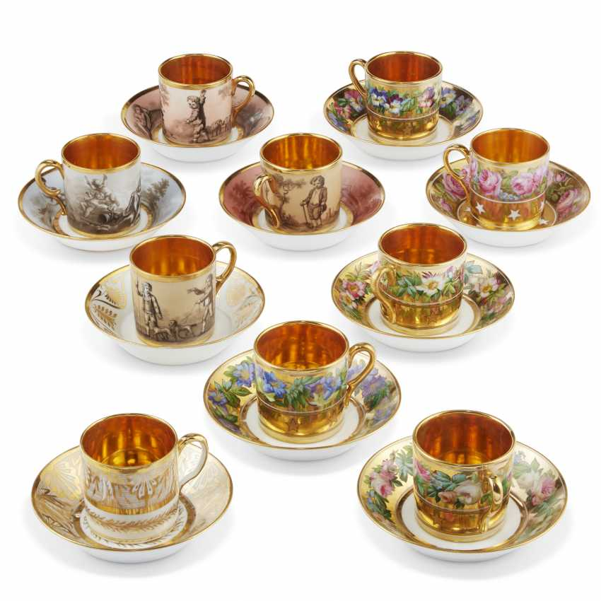 A GROUP OF THIRTEEN PARIS PORCELAIN GOLD-GROUND COFFEE-CUPS AND THIRTEEN SAUCERS - photo 2
