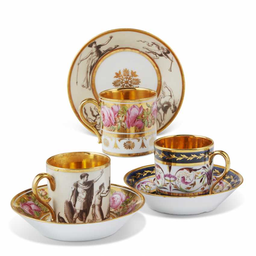 A GROUP OF THIRTEEN PARIS PORCELAIN GOLD-GROUND COFFEE-CUPS AND THIRTEEN SAUCERS - photo 3