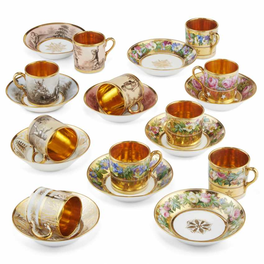 A GROUP OF THIRTEEN PARIS PORCELAIN GOLD-GROUND COFFEE-CUPS AND THIRTEEN SAUCERS - photo 4