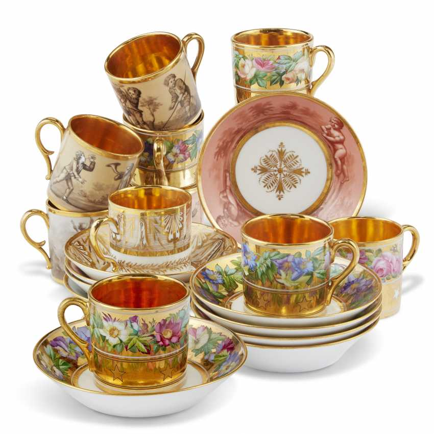 A GROUP OF THIRTEEN PARIS PORCELAIN GOLD-GROUND COFFEE-CUPS AND THIRTEEN SAUCERS - photo 5