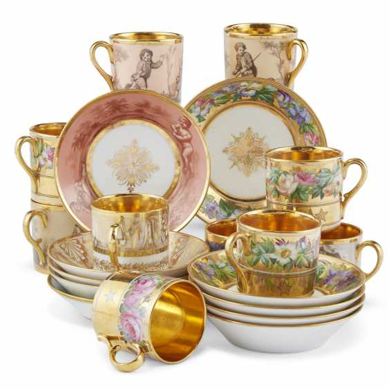 A GROUP OF THIRTEEN PARIS PORCELAIN GOLD-GROUND COFFEE-CUPS AND THIRTEEN SAUCERS - photo 6