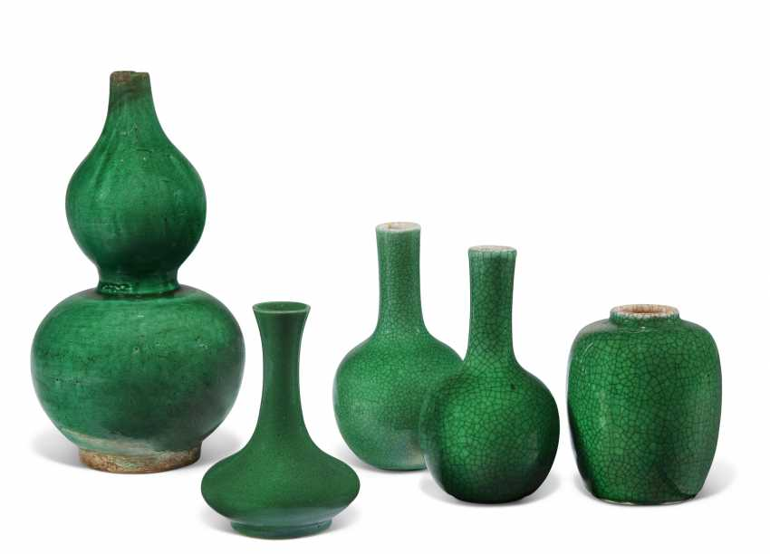 A GROUP OF CHINESE GREEN CRACKLE-GLAZED SMALL VASES - photo 1