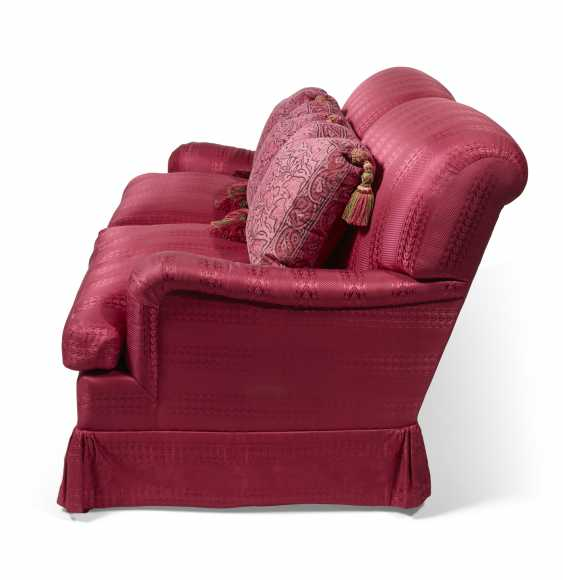 A RED SILK UPHOLSTERED TWO-SEAT SOFA - photo 3
