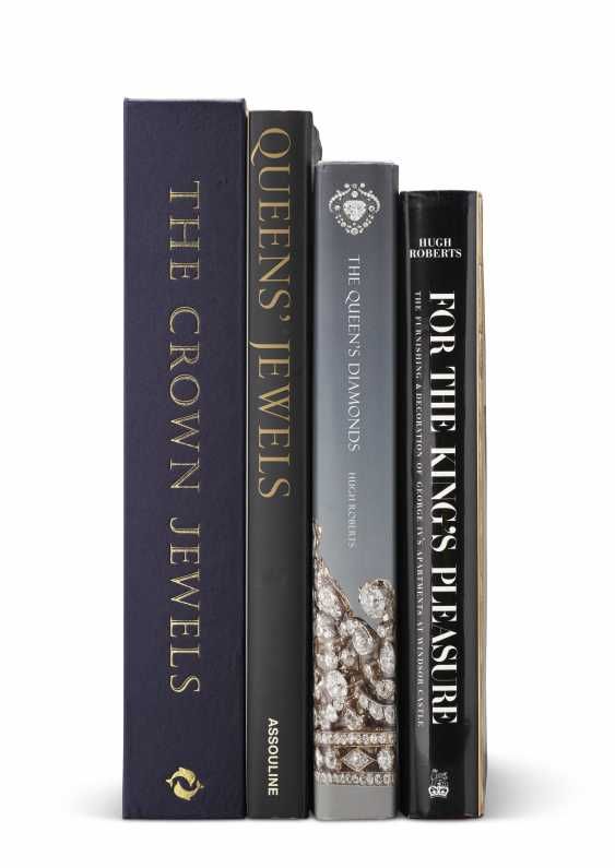 CROWN JEWELS – Group of five books on the English Royal jewels, from Mrs. Wrightsman's personal library. 21st Century. Five volumes, various sizes. Original publisher's bindings, some with original dust jackets and archival boxes. - photo 1