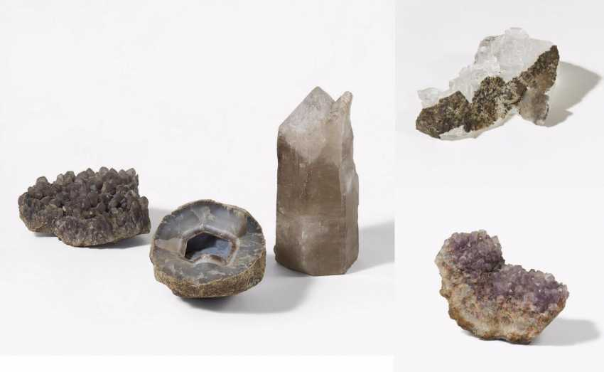 Two quartz, an amethyst, an agate and a large glass of Mary - photo 1