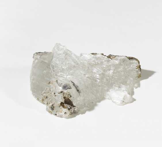 Two quartz, an amethyst, an agate and a large glass of Mary - photo 4