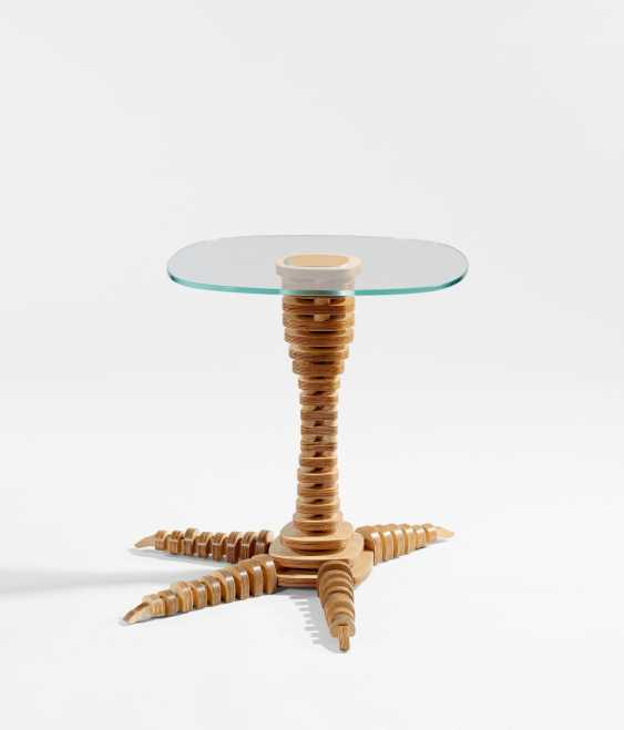 """""""Claw"""" side table - photo 1"""
