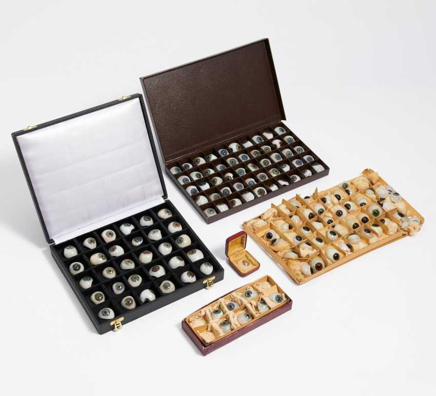 Five cases with approx. 130 glass eyes - photo 1
