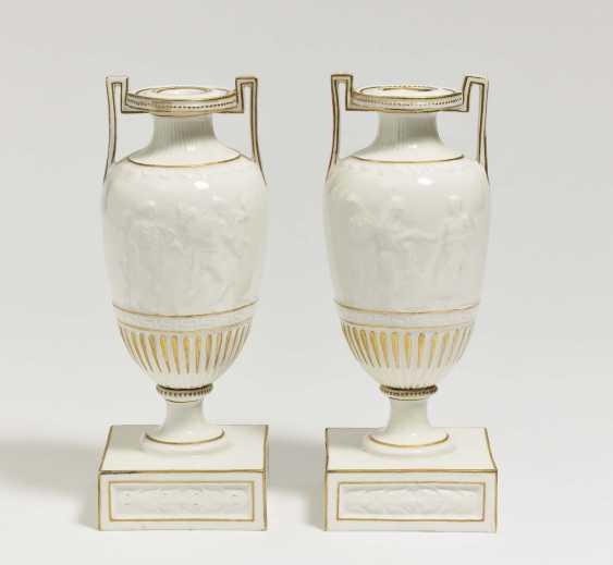 A pair of amphorae vases - photo 1