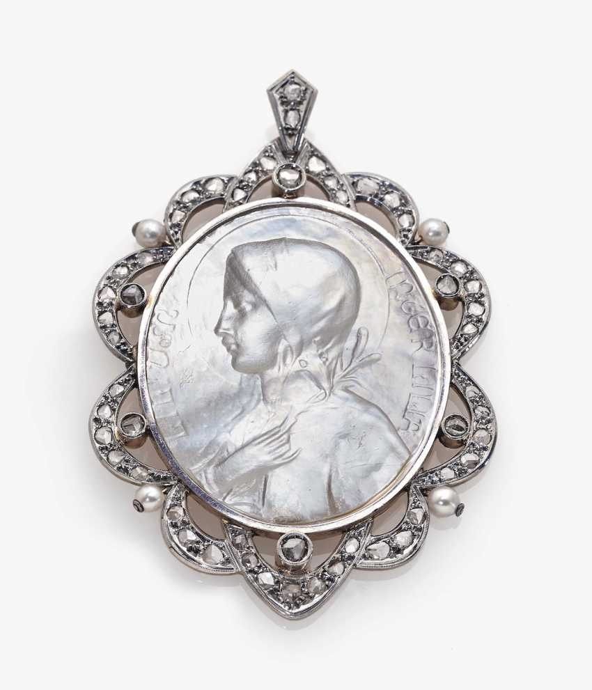 Pendant with mother-of-pearl, diamond roses and pearls - photo 1
