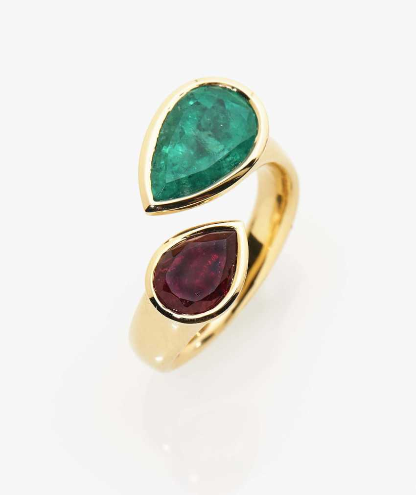 Vis à vis ring with a Colombian emerald drop and an intense red one - photo 1