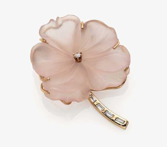Rose quartz flower brooch with diamonds - photo 1