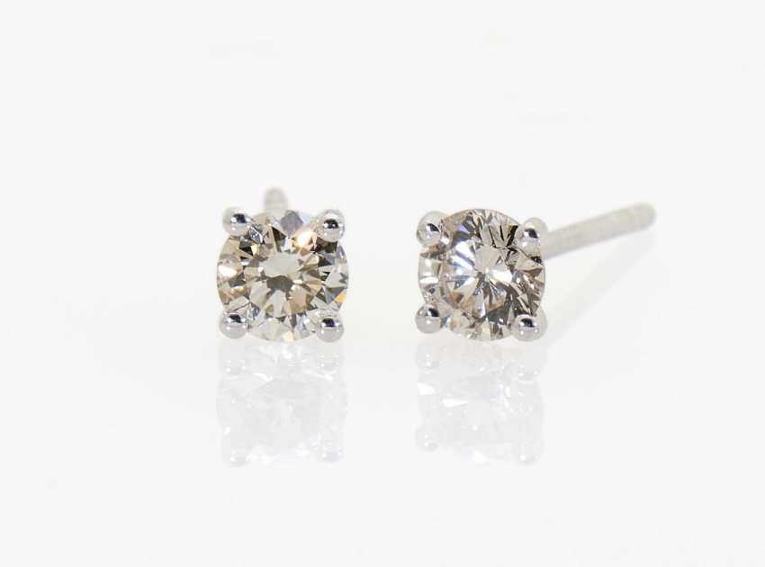 A pair of ear studs with diamonds - photo 1