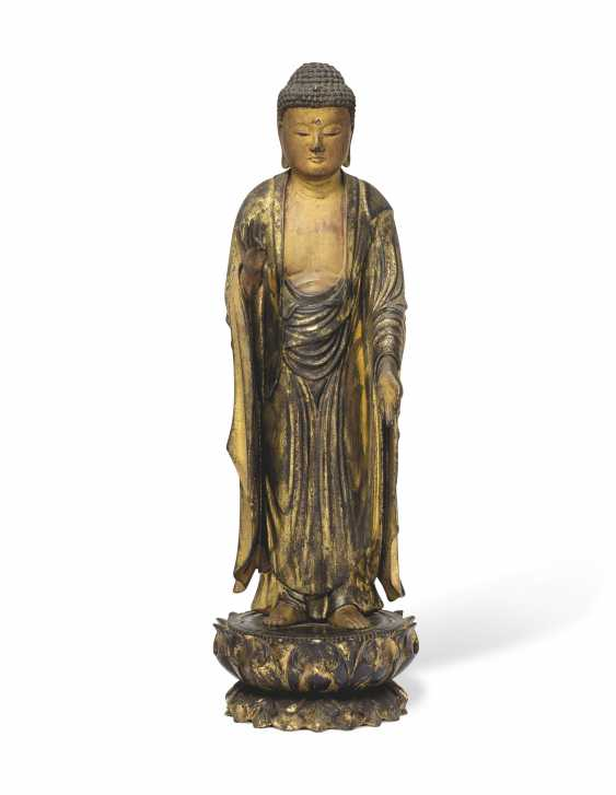 A CARVED STANDING WOOD FIGURE OF AMITABHA (AMIDA NYORAI) - photo 1