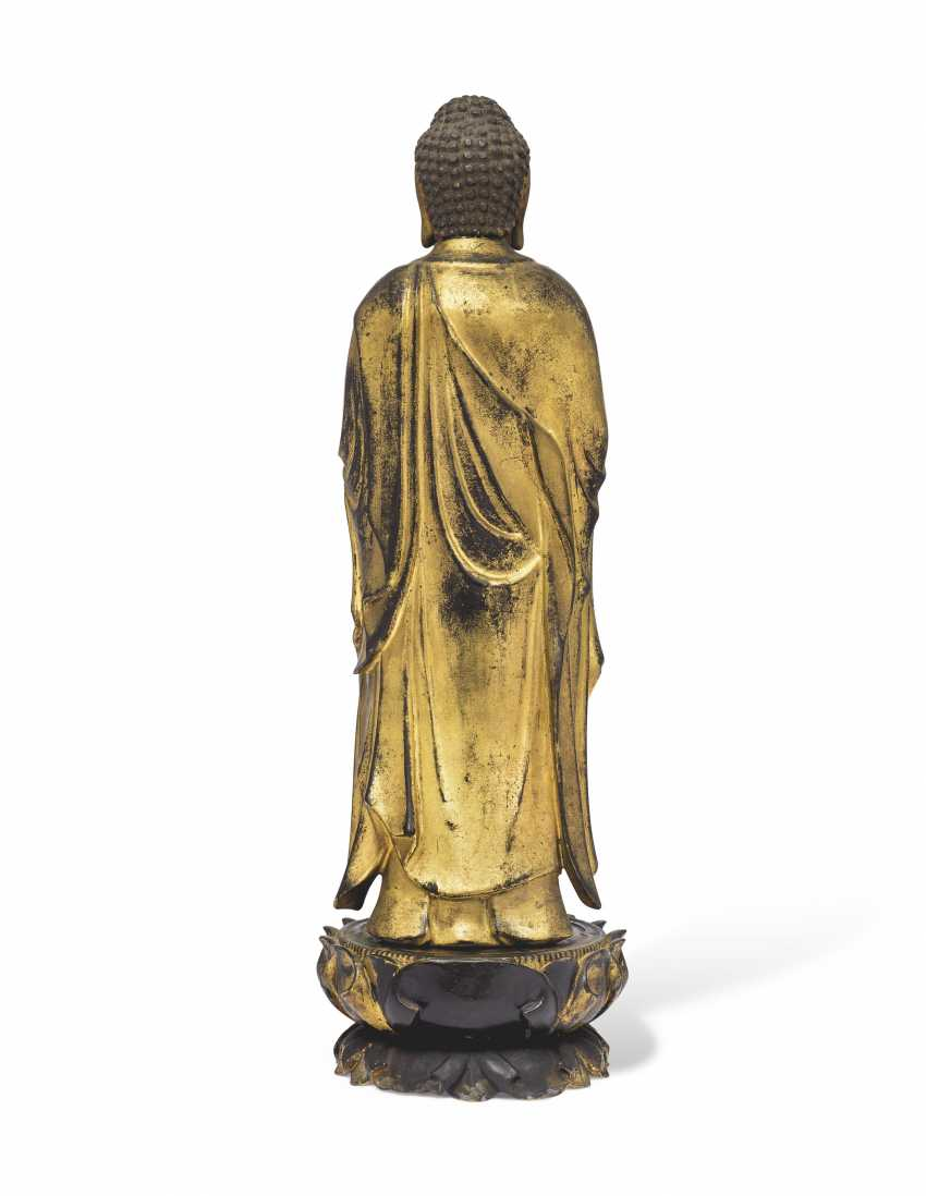 A CARVED STANDING WOOD FIGURE OF AMITABHA (AMIDA NYORAI) - photo 4