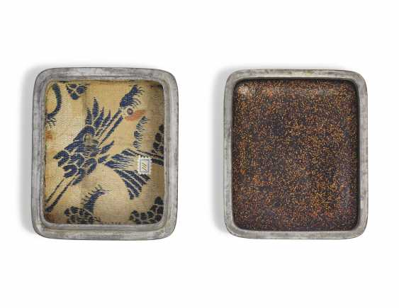 A SMALL LACQUER BOX (KOBAKO) WITH AN OPEN FAN - photo 3