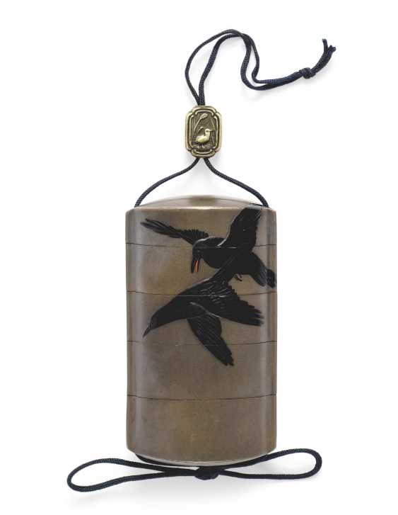 A FOUR-CASE LACQUER INRO WITH CROWS IN FLIGHT - photo 1