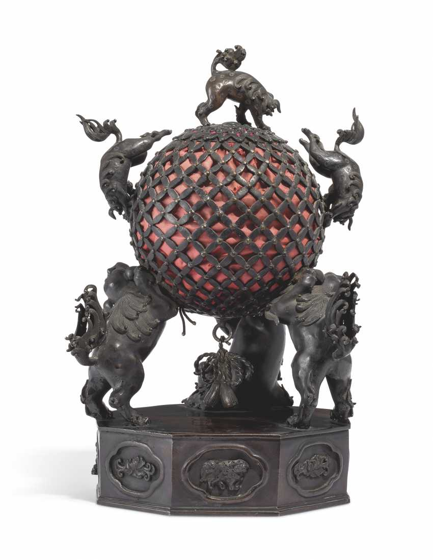 A BRONZE LAMP WITH KARASHISHI SUPPORTING A PIERCED BALL - photo 2
